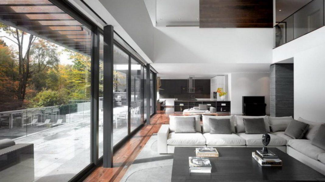 Interior Rumah Nyaman Dengan Ruangan Tanpa Sekat Atau Dinding